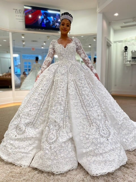 You would Love this Classic Long Sleeve Ball Gown Wedding Dress