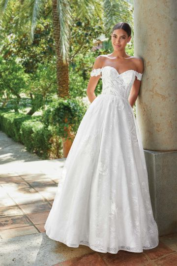 Let Your Childhood Dreams Come to Life with an Off the Shoulder Lace Wedding Dress