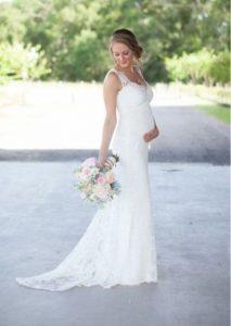 20 Elegant Wedding Dresses For Pregnant Brides | Pregnant wedding .